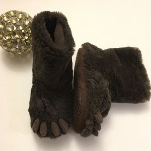 Baby gap bear paw slippers worn once!